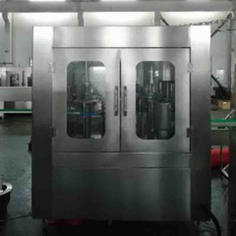 The video shows the filling machine and the capping machine, which are connected together by conveying.